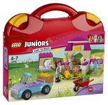LEGO® Juniors Mias Pferdestall-Koffer 10746